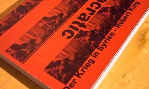 """Democratic Desert. </br><span style=""""font-size: x-large;""""><em>Der Krieg in Syrien.</em></span>"""